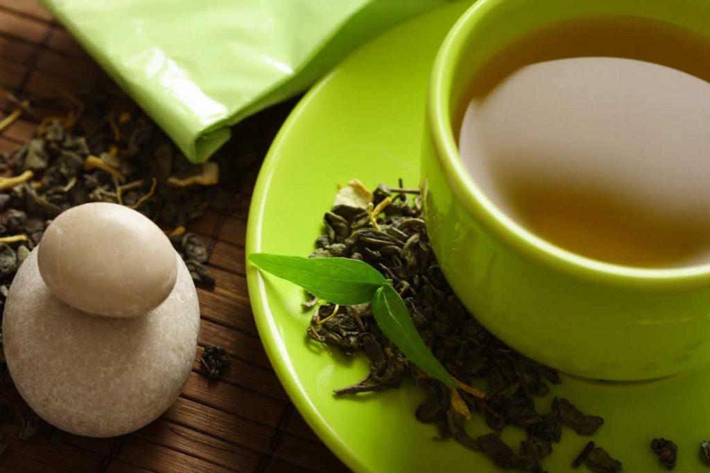 افراد باید در میزان مصرف چای سبز توجه داشته باشند.