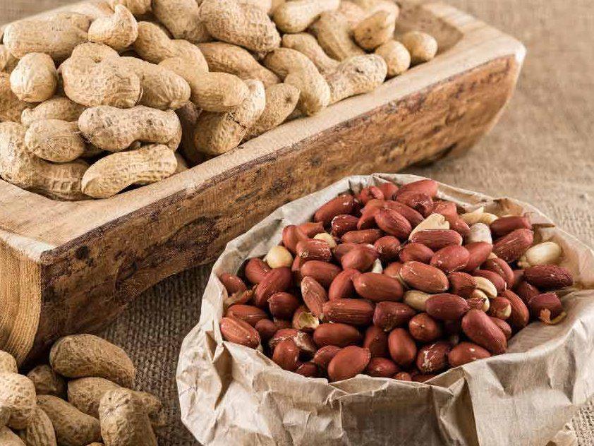 بادام زمینی یک ماده مفید و سودمند برای بدن است.