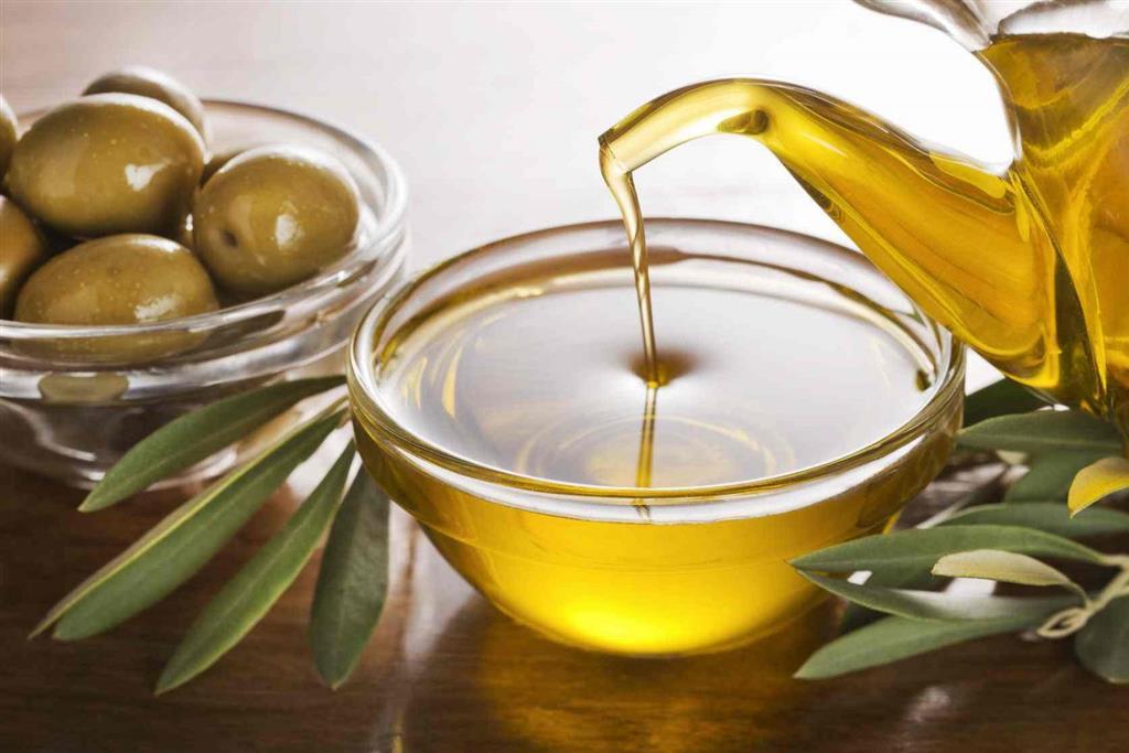 مصرف ماسک روغن زیتون و موز و عسل برای پوست معجزه میکند.