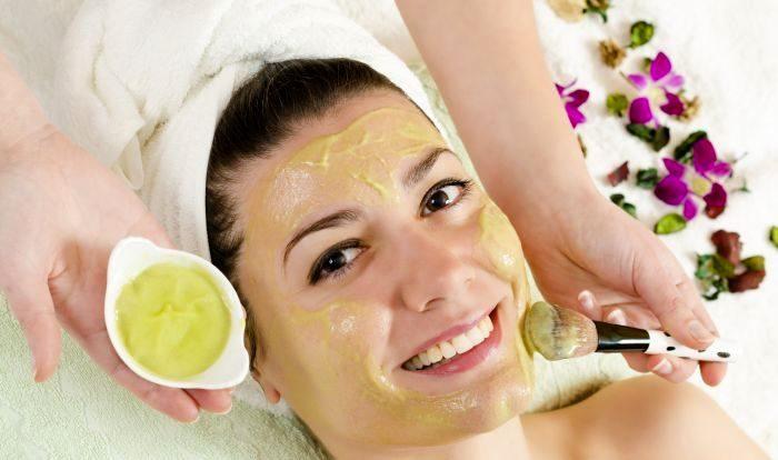 ماسک روغن زیتون برای پوست صورت معجزه میکند.