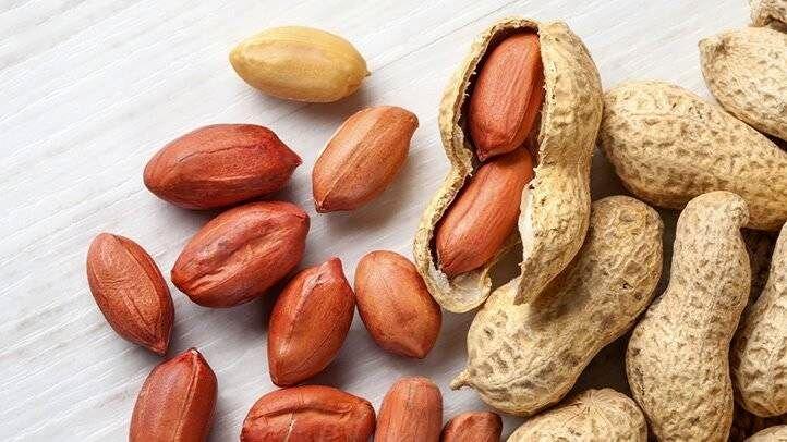 مصرف بادام زمینی در بارداری برای رفع استرس مفید میباشد.