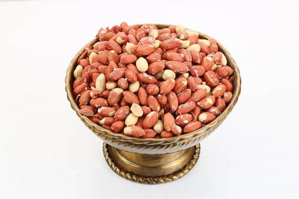 طبع گرم بادام زمینی موجب پیشگیری از افزایش کلسترول بد خون میشود.