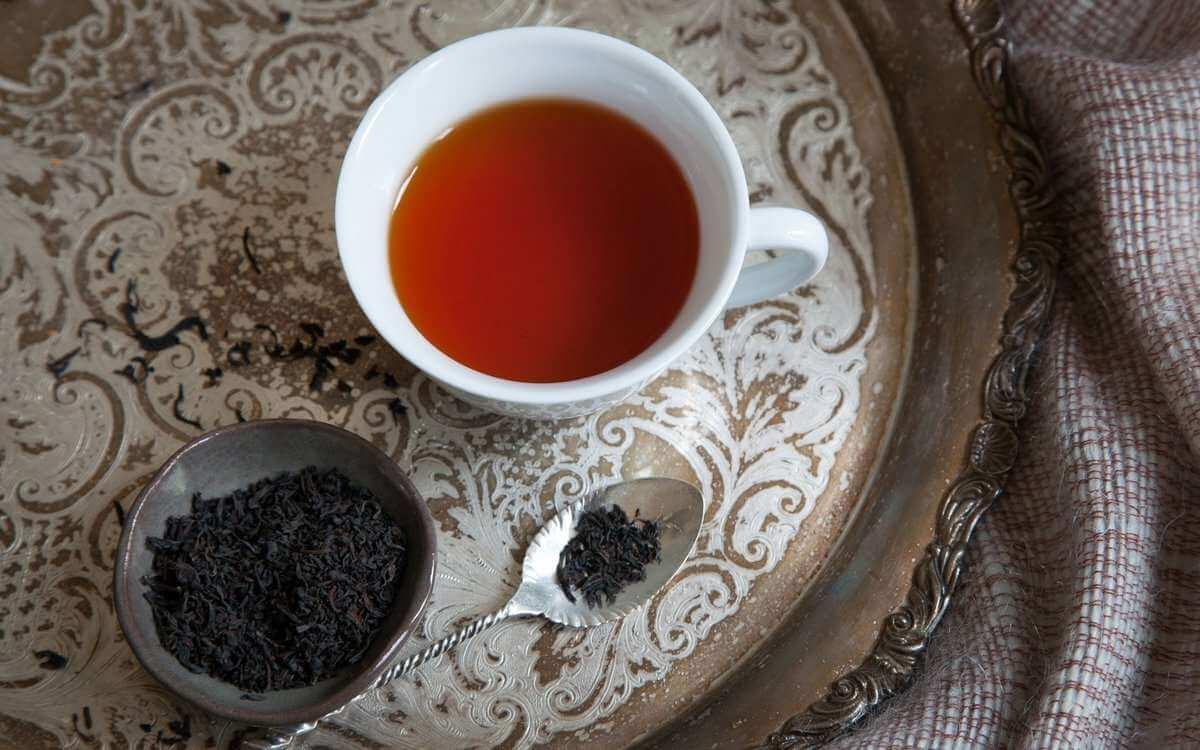برای درمان غلظت خون بهتر است از چای تازهدم و کمرنگ استفاده کنید.
