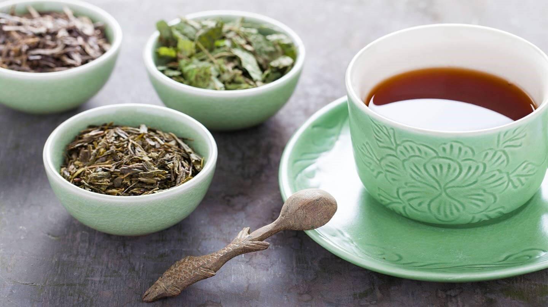 برای درمان غلظت خون نوشیدن چای طبیعی تازهدم توصیه میشود.