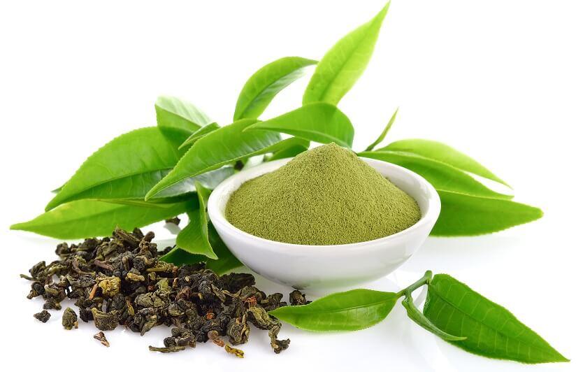 چای سیاه برای رنگ کردن موهای خاکستری و سفید بسیار مناسب میباشد.
