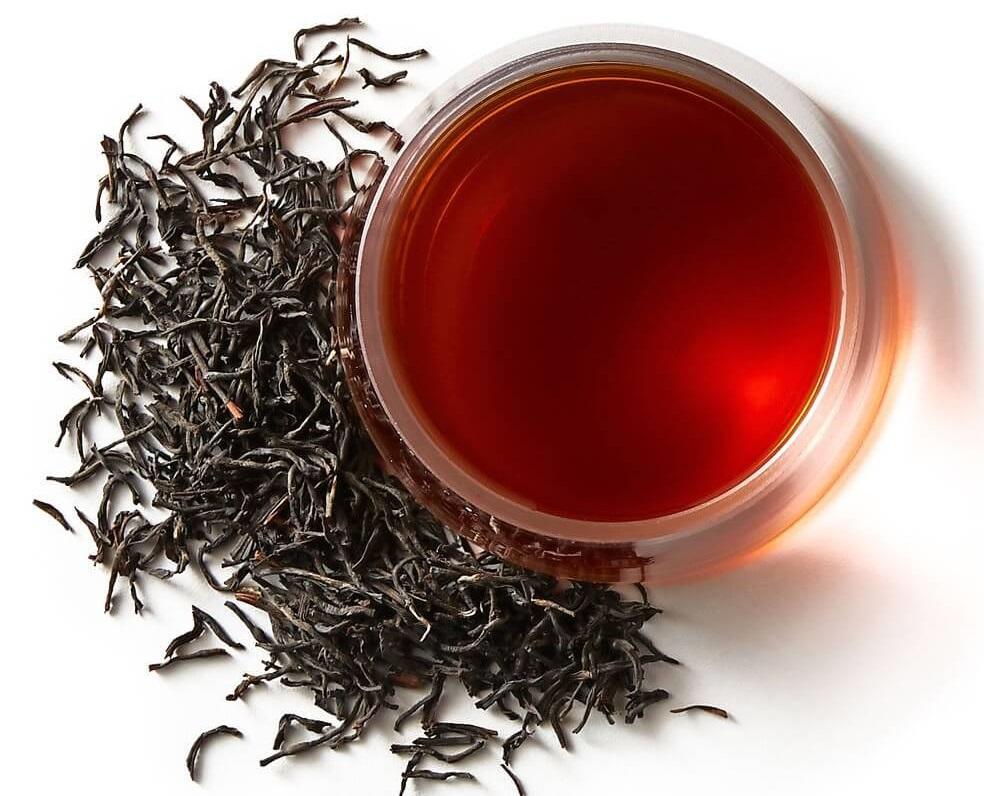 مصرف چای پررنگ میتواند موجب بههمریختن خواب و افزایش تپش قلب شود.