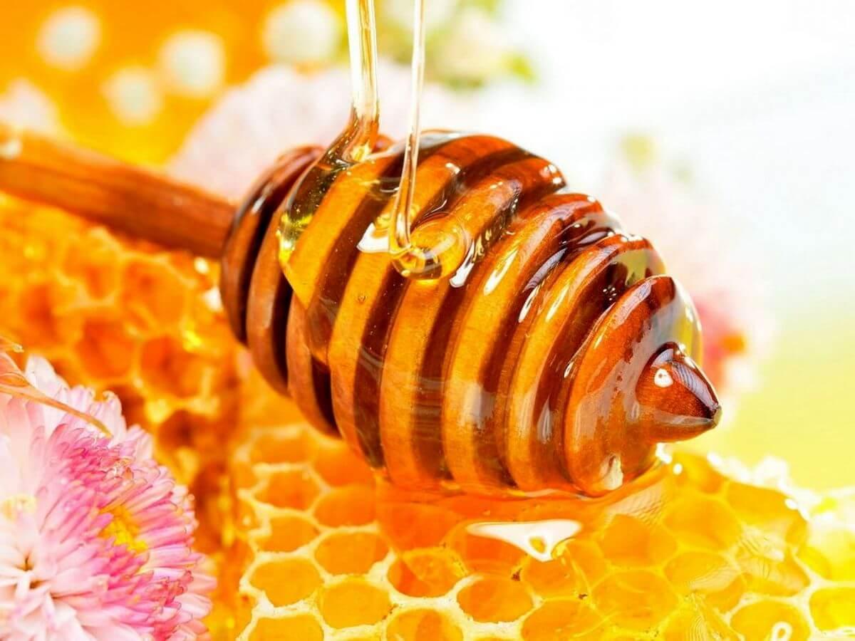 برای بهره بردن از فواید عسل باید از نوع طبیعی آن استفاده نمایید.
