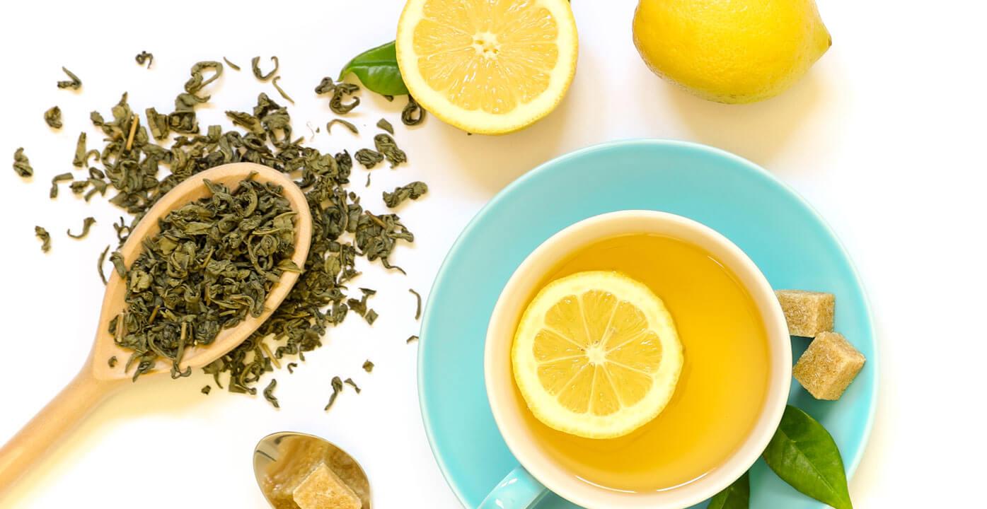 چای سبز برای رفع سیاهی دور چشم و خطوط چروک اطراف چشم بسیار مفید است.