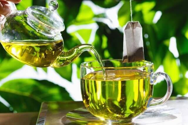 چای سبز برای پاکسازی و بازسازی پوست بسیار مفید است.