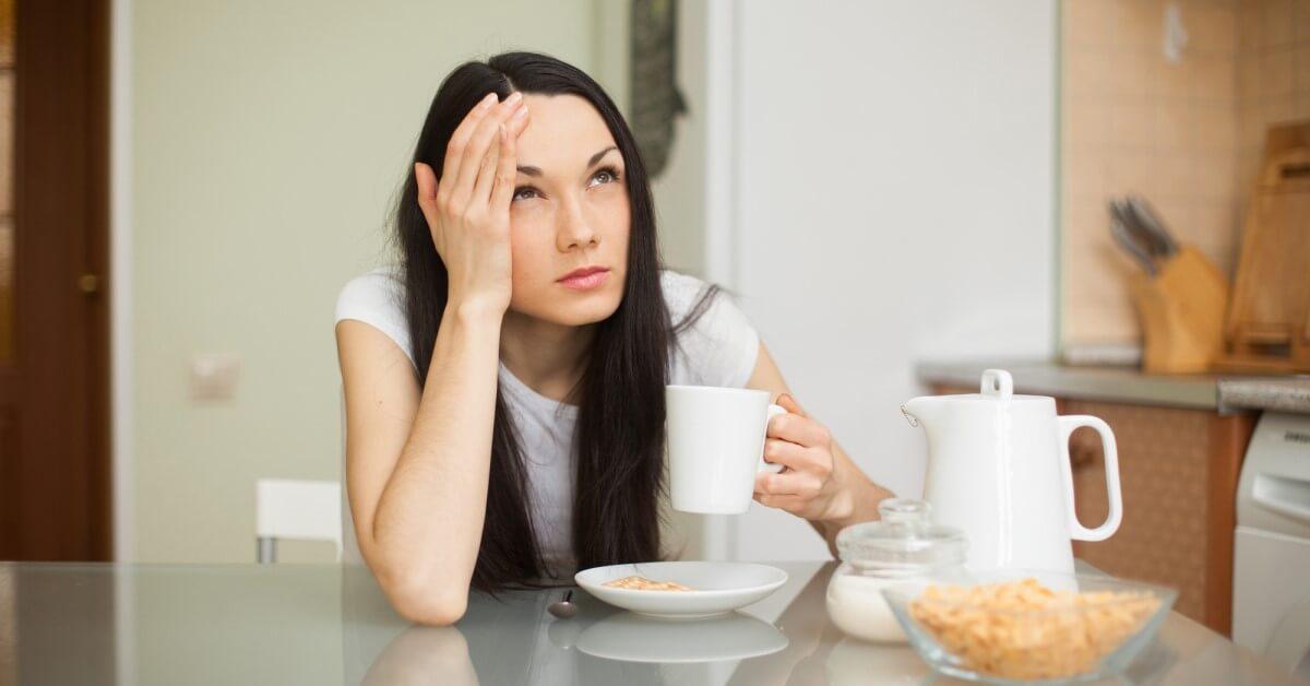 ترک چای عوارض مختلفی همچون سردرد، خواب آلودگی و خستگی را به همراه دارد.