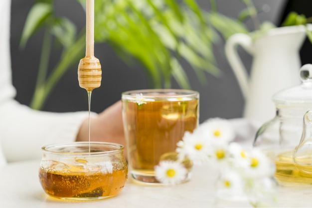 خوردن روزانه سه قاشق چایخوری عسل می تواند باعث تسکین درد معده شود.