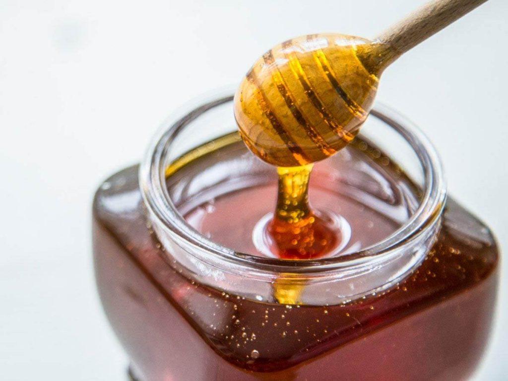 برای بهبود بیماریها عسل را میتوان همراه با مواد گیاهی مختلف مصرف کرد.