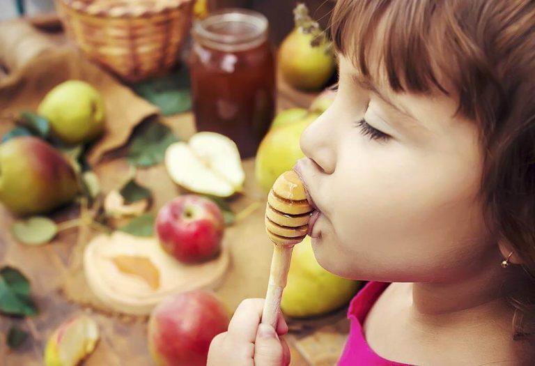 عسل بهترین نابود کننده باکتری های دهان است.