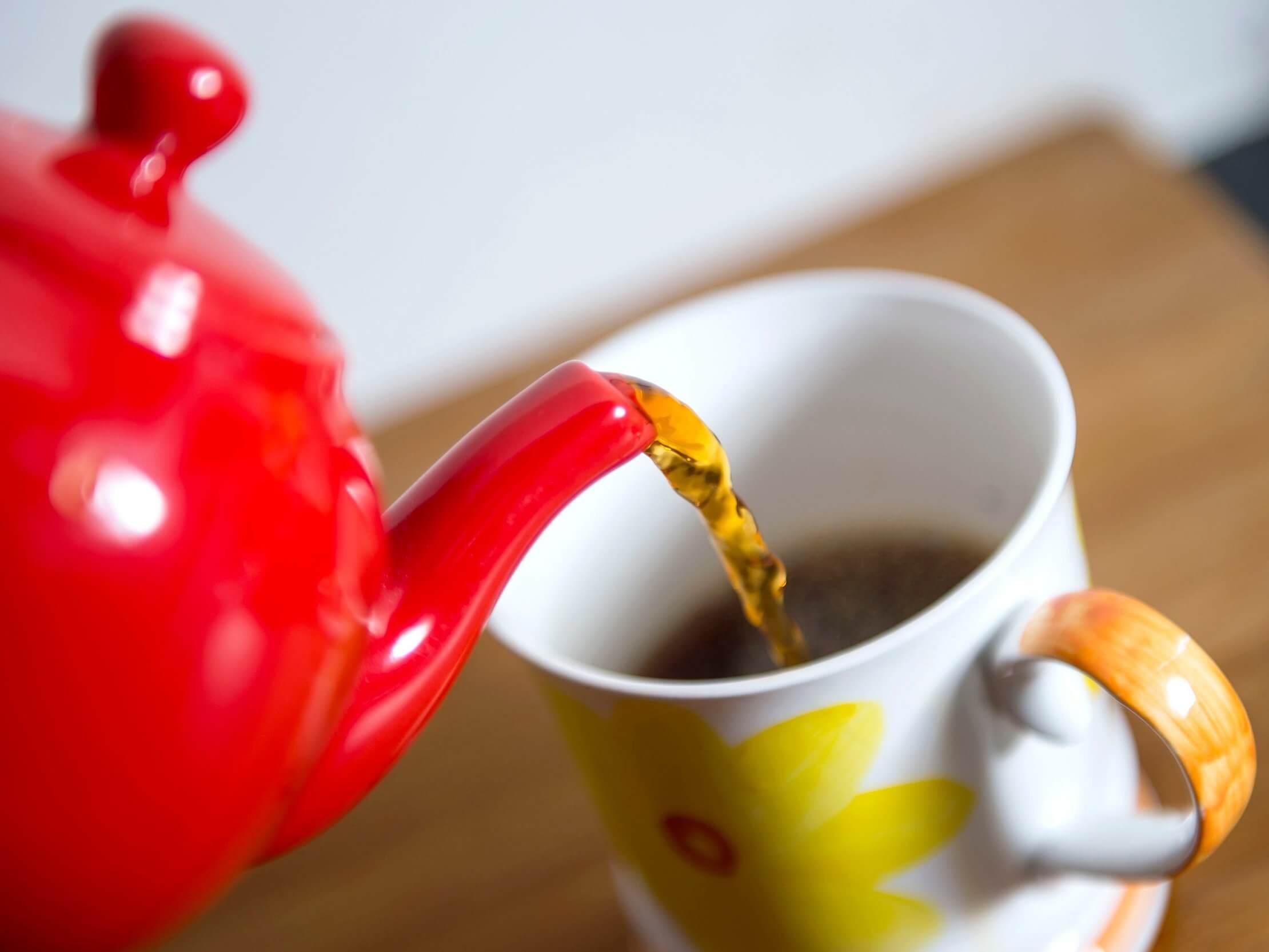مصرف چای در برخی افراد موجب بروز حساسیتهای پوستی میشود.