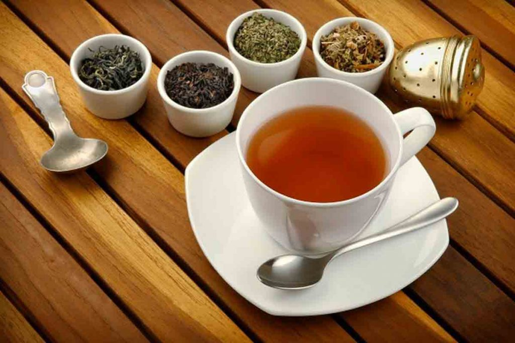 افراد چاق و بیماران دیابتی باید در مصرف چای سبز بیشتر احتیاط کنند.