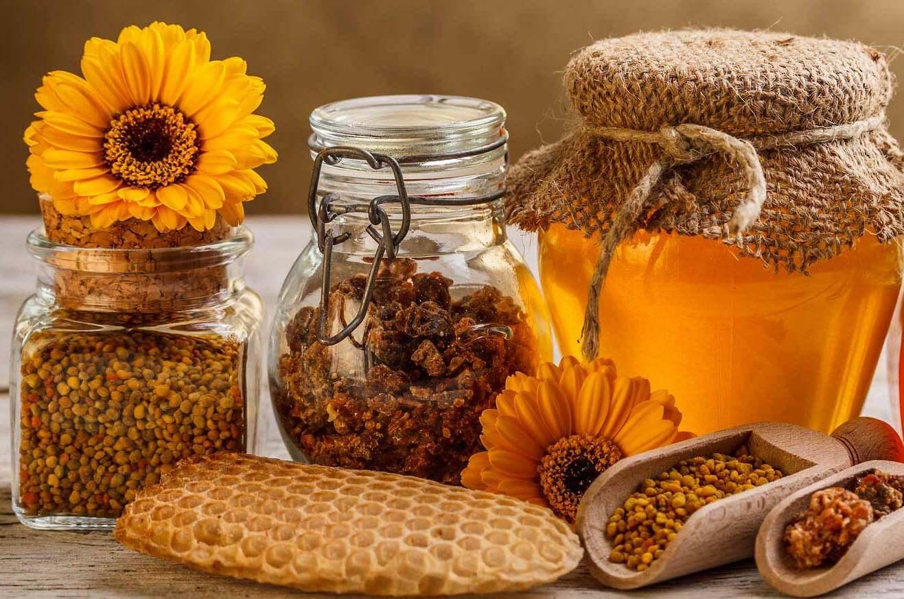 برای جلوگیری از پیری زودرس پوست میتوان از دو ماده عسل و گرده گل استفاده کرد.