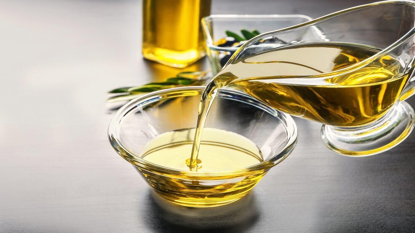 برای بهرهمندی از خواص روغن زیتون حتما از نوع طبیعی آن استفاده کنید.