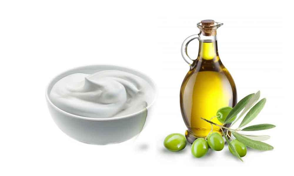 مصرف روغن زیتون و ماست به رفع یبوست کمک میکند.