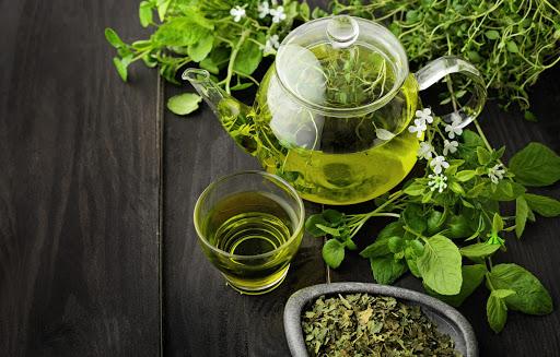 چای سرشار از مواد ارزشمندی همچون منیزیم است و به کنترل قند خون کمک میکند.