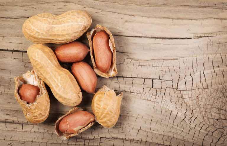 در مصرف بادام زمینی نباید زیاده روی کرد.
