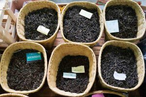 از انواع چای ایران میتوان به چای سرگل، شکسته و ممتاز اشاره کرد.