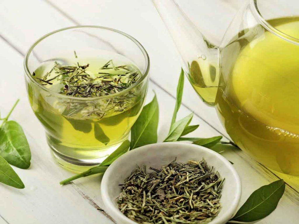 مصرف چای سبز به افزایش آرامش و کاهش استرس کمک میکند.