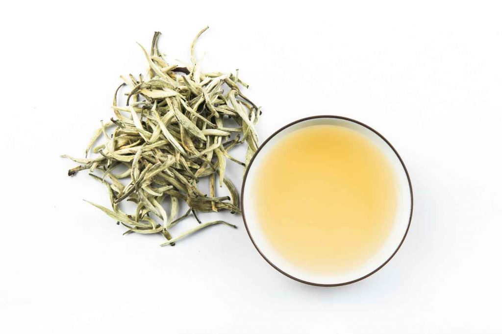 مصرف چای سفید برای سلامت بدن، دندانها و مغز، کاهش التهاب و محافظت در برابر استرس مفید است.