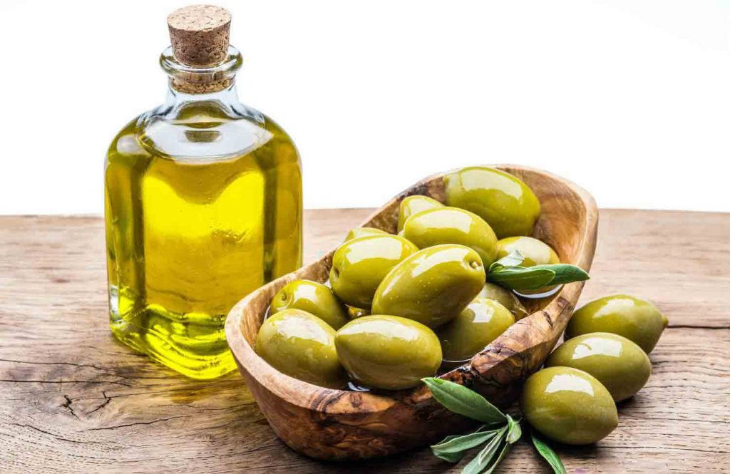یکی از روشهای درمانی بواسیر استفاده از ترکیب روغن زیتون و برگ درخت آلو است.