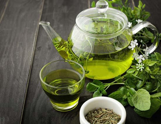 نوشیدن چای سبز سبب رهایی از استرس و تنشهای روزمره میشود.