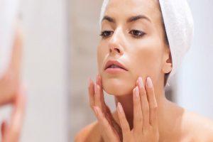 ماسک پسته برای درخشان سازی و پاکسازی پوست مورد استفاده قرار میگیرد.