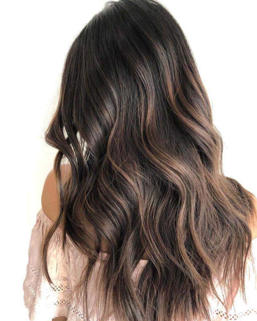 پسته به عنوان مرطوب کننده مو شناخته میشود.