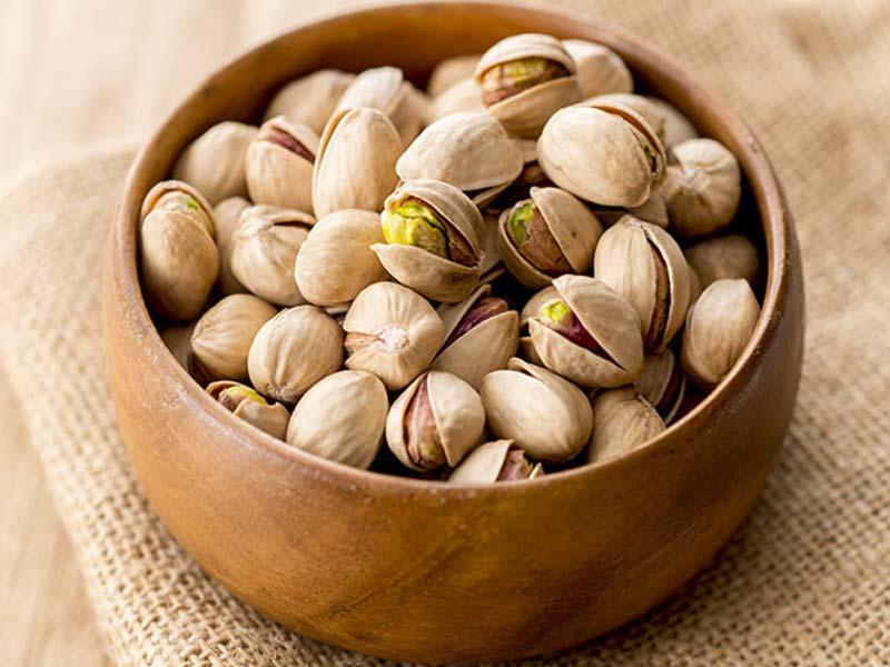 برای حفظ سلامت موها، روزانه 10 دانه پسته تازه و مرغوب را میل کنید.
