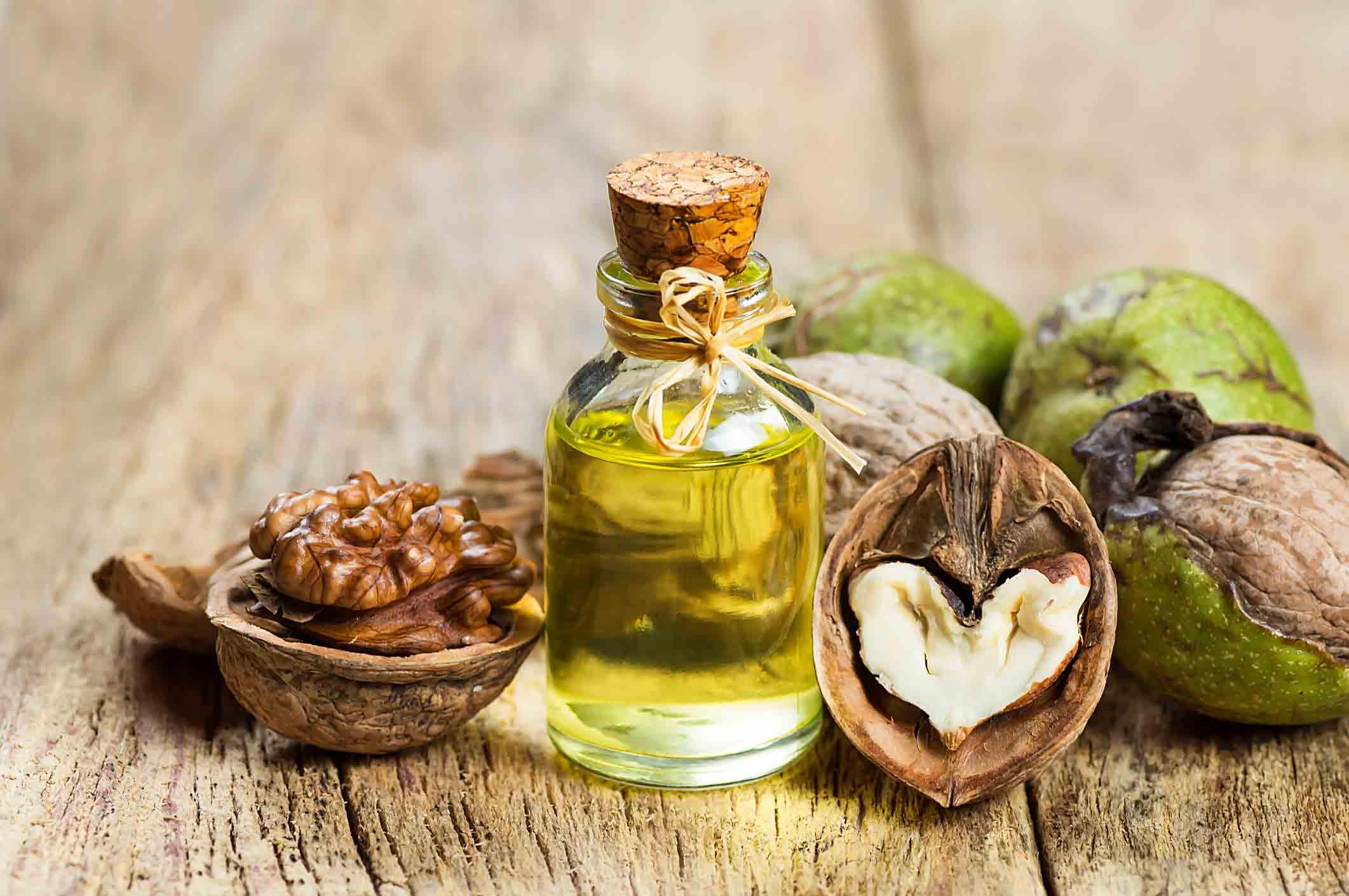 مصرف گردو برای جلوگیری از ریزش مو موثر است.