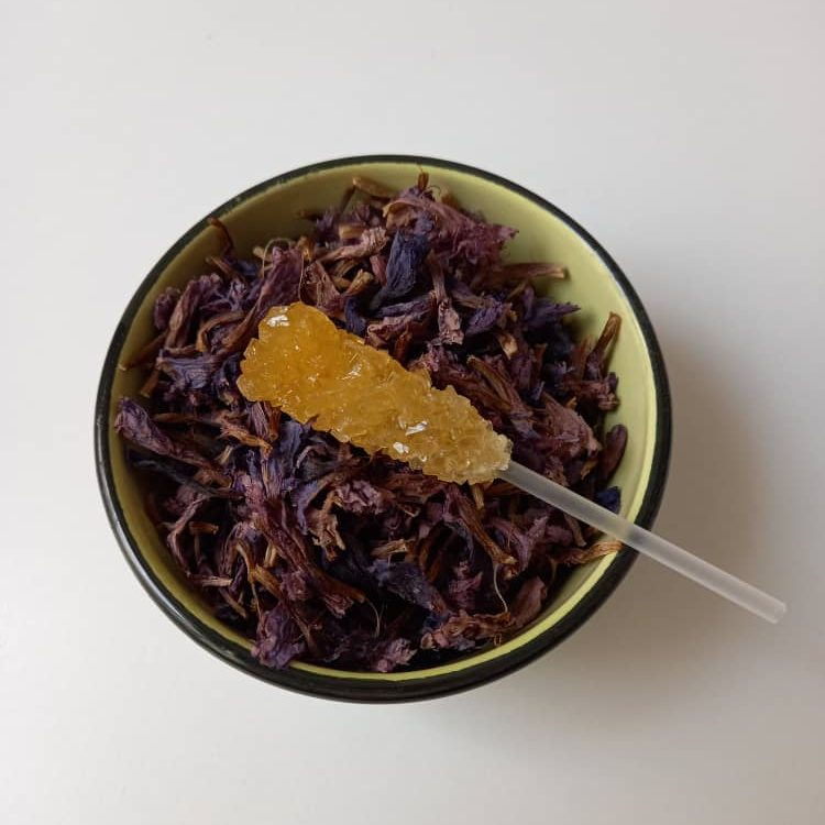 برای استفاده از انواع چای سنتی ایرانی ابتدا باید نوع مرغوب گیاه را تهیه نمایید.