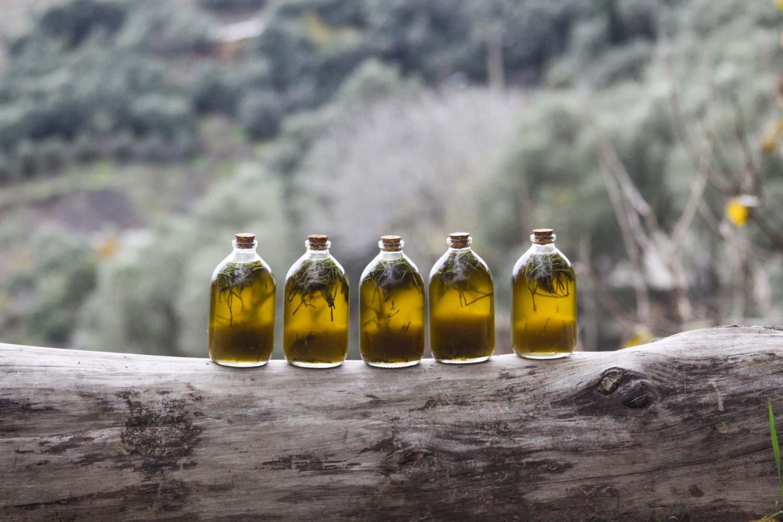 روغن زیتون تصفیه شده یکی از انواع روغن زیتون است.