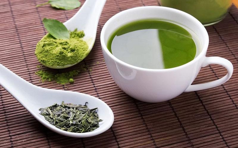 کافئین چای سبز با وجود فواید زیاد ممکن است مضراتی هم به همراه داشته باشد.