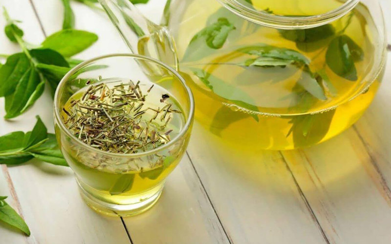 کافئین چای سبز میتواند برای برخی افراد مضر باشد.