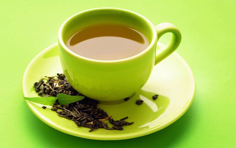 کافئین چای سبز از چای سیاه کمتر است.
