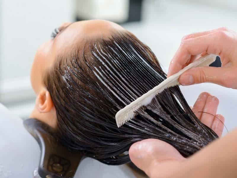 برای استفاده حداکثری از خواص عسل برای مو باید به تهیه ماسک متوسل بشین.
