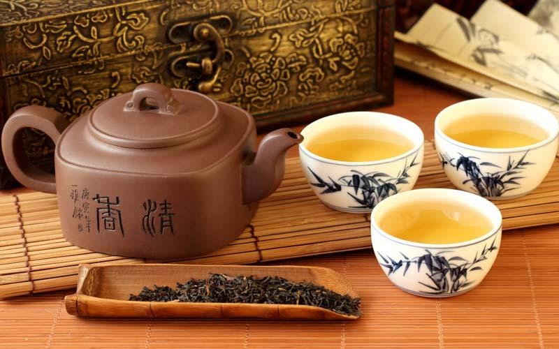 اولین بار بوته چای حدود 5000 سال قبل در کشور چین بهعنوان یک گیاه خودرو کشف شد.