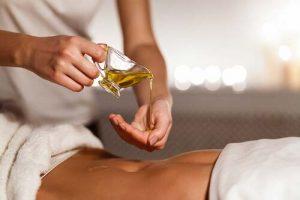 ریختن زوغن زیتون در ناف برای بدن بسیار مفید میباشد.