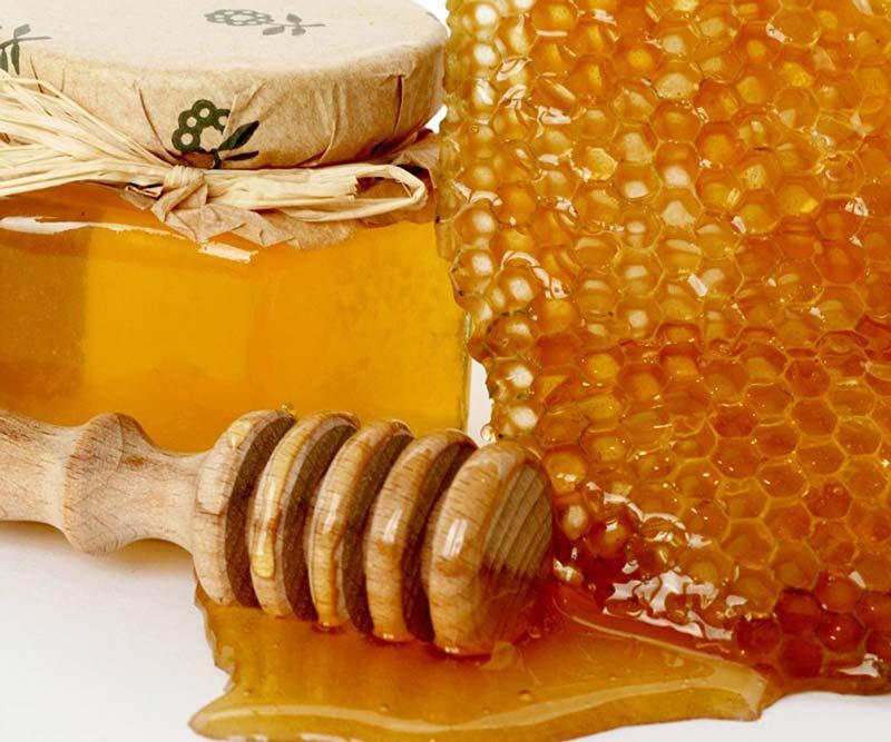یکی از خواص سیاه دانه با عسل این است که خاصیت سمزدایی در بدن را به عهده دارد.