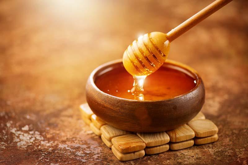 عسل تازه، بدون ناخالصی و تصفیه نشده اغلب بهترین دارو برای طیف وسیعی از اختلالات در چشم به شمار میرود.