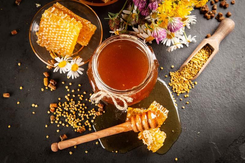 یکی از بیماریها که می شود به کمک عسل درمان کرد، خشکی چشمهاست.