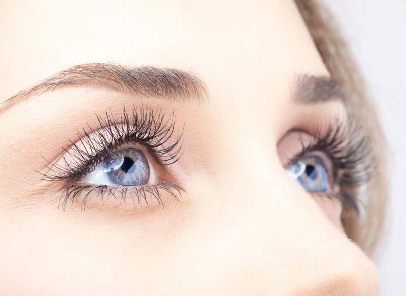 عسل علاوه بر بهبود قدرت بینایی، در کاهش التهاب چشم هم موثر است.