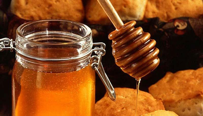 طبع عسل آویشن گرم و خشک است.