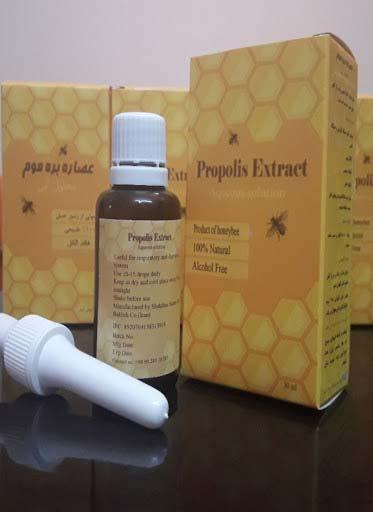 بره موم یا پروپولیس توسط زنبورها از صمغ و شیره درختان و گیاهان جمعآوری میشود.