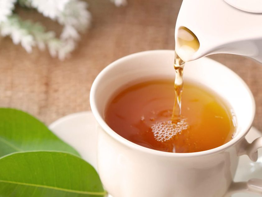 چای از طبعی گرم و خشک برخوردار است.