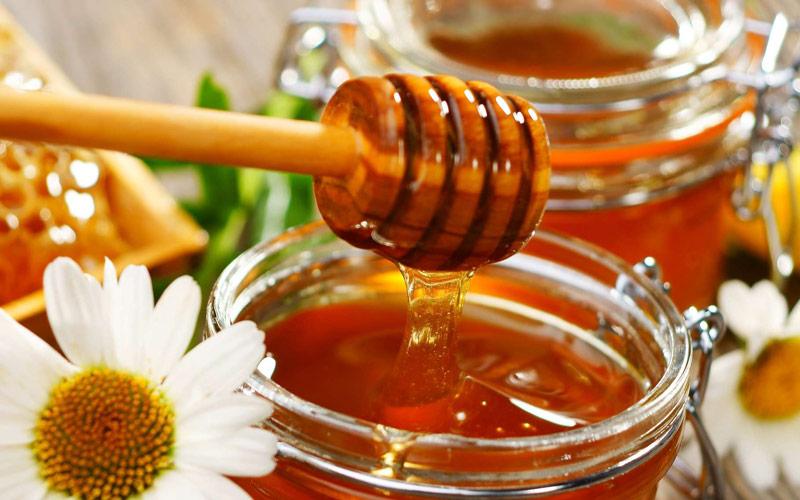 درمان عفونت لثه با عسل از طریق خمیردندان عسل امکان پذیر است.
