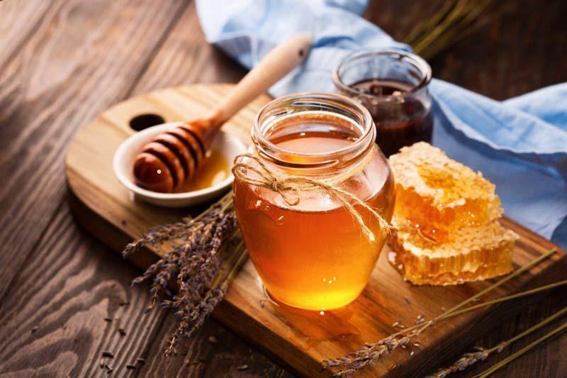 محصولی که در کندو توسط زنبورها به تولید میرسد، خاصیت ضدعفونیکنندگی و ضدباکتریایی دارد.